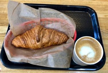croissant-latte