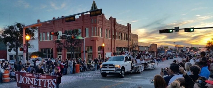 football_parade_ennis_texas.jpg